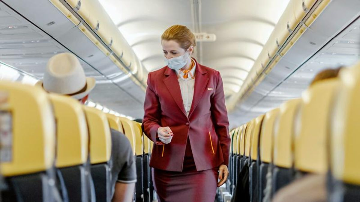 Anti-masker airline passenger who hurled alcohol bottle could face $32,750 in fines: report