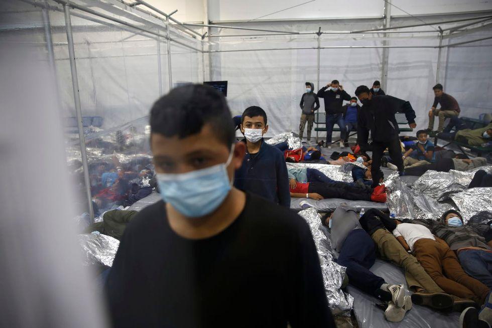 Republican governors block unaccompanied migrant children