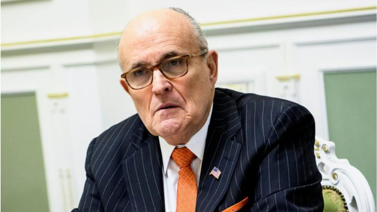 Alan Dershowitz hopes Trump will help Rudy Giuliani claim materials seized in raid are protected by attorney-client privilege: report