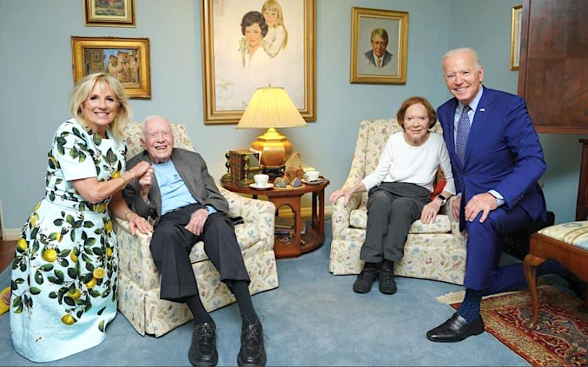 'Mind-bending' photo of giant Bidens and tiny Carters baffles the internet