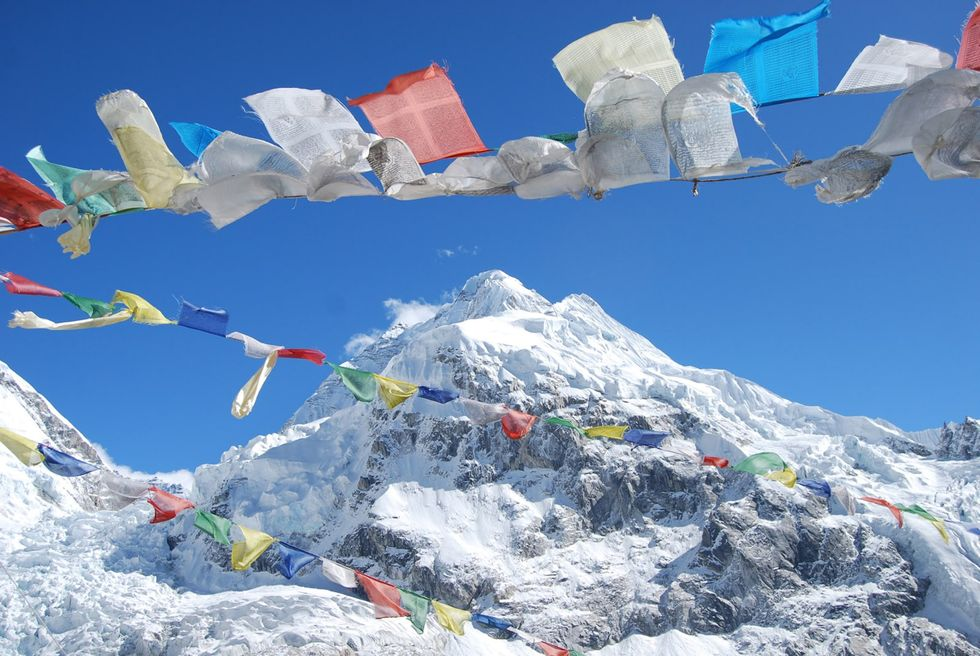 American, Swiss hikers die trying to scale Mount Everest