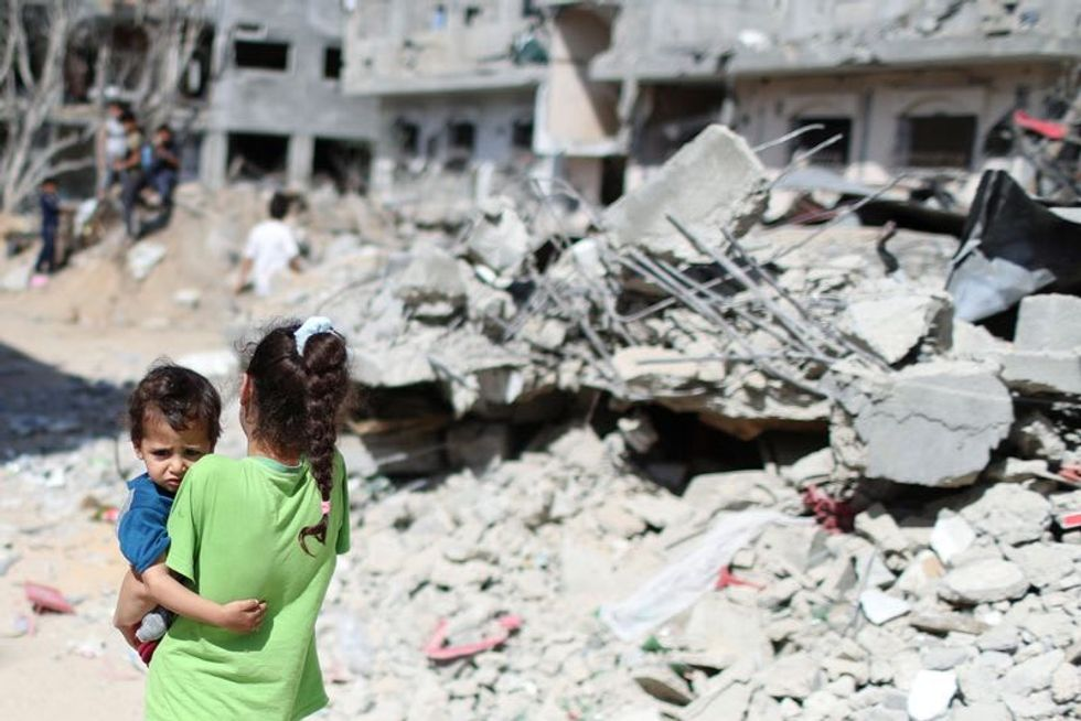 Gaza truce holds as Israel admits Jewish visitors to flashpoint site