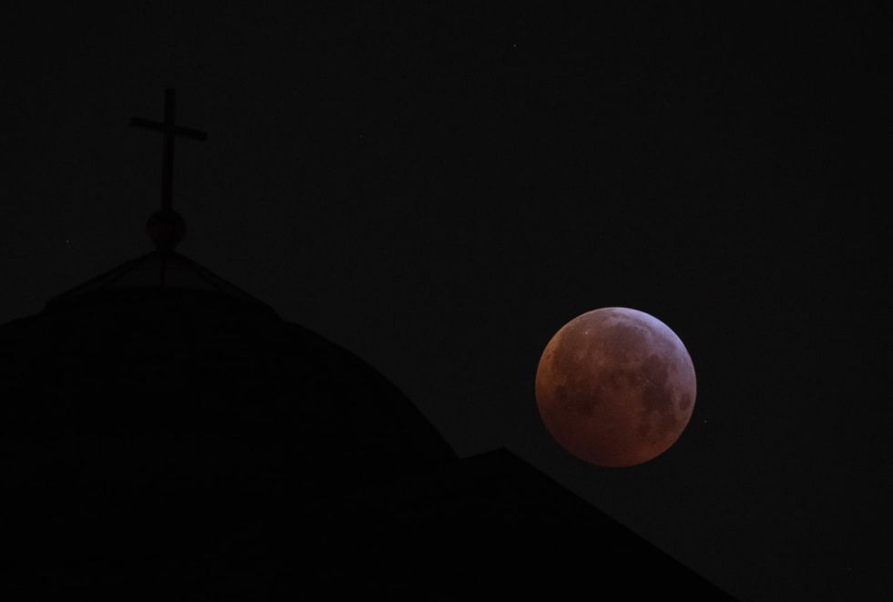 How to view the supermoon eclipse early Wednesday morning