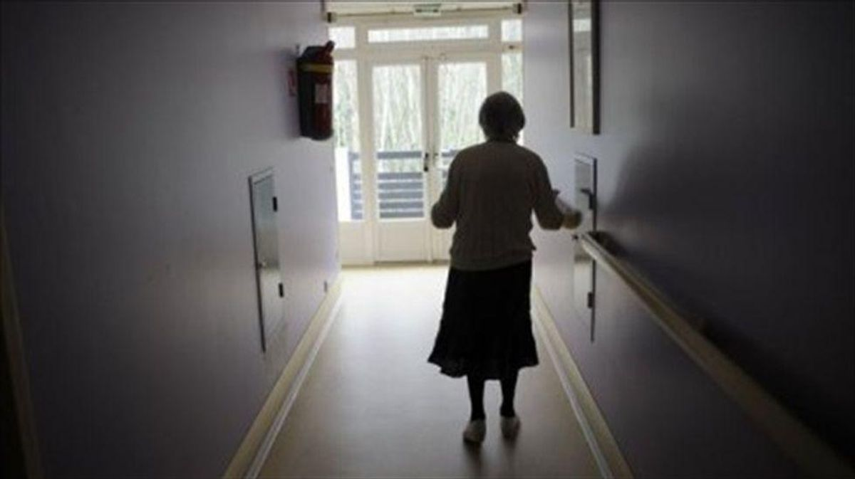 US approves first new Alzheimer's drug in almost two decades