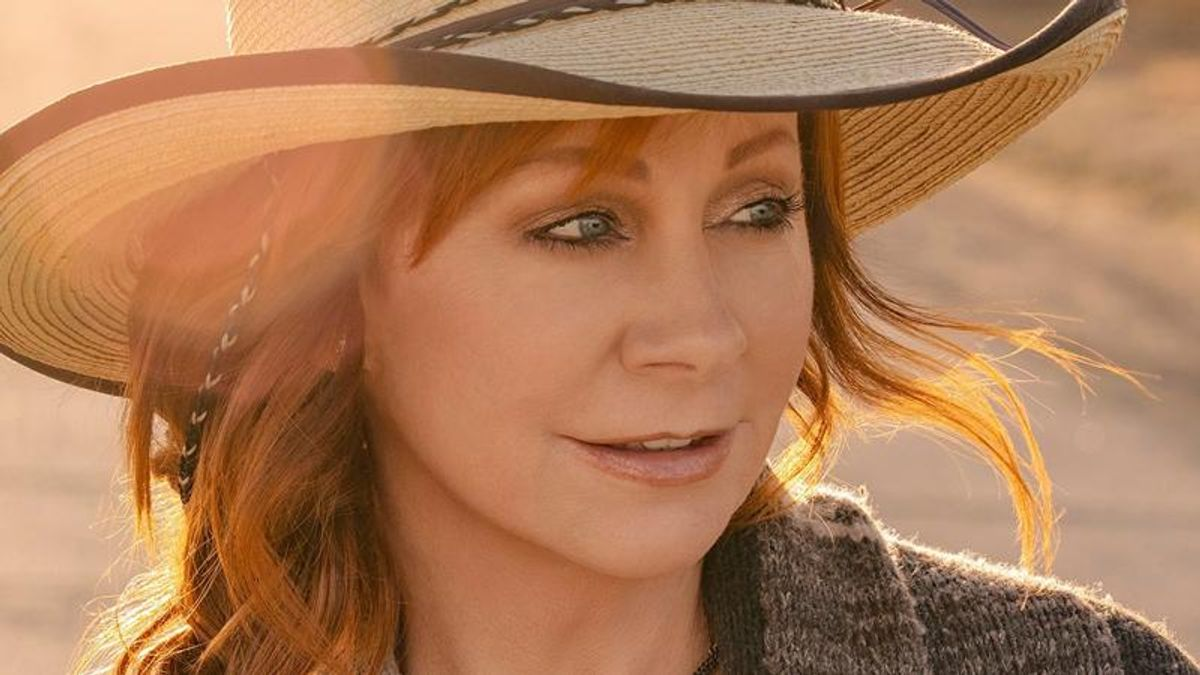 Reba McIntire denies she will raise money for Republican Kristi Noem