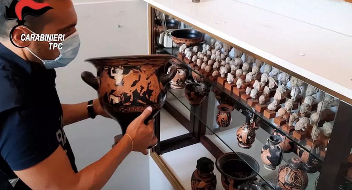 Nearly 800 archeological finds stolen from Italy returned