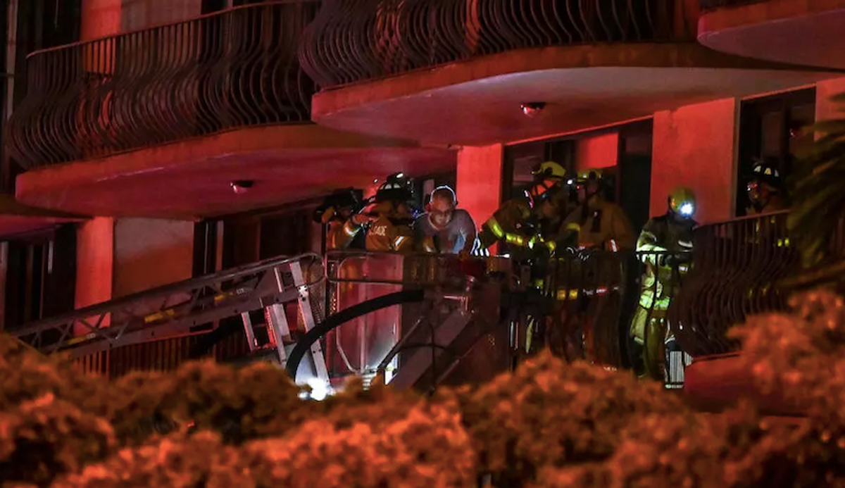 One dead after Florida apartment block partially collapses