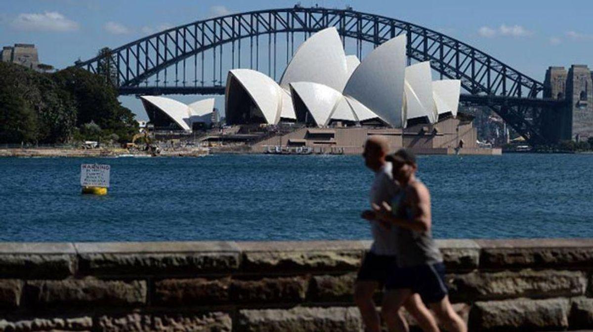 Downtown Sydney, Bondi head for lockdown as Delta infections spike
