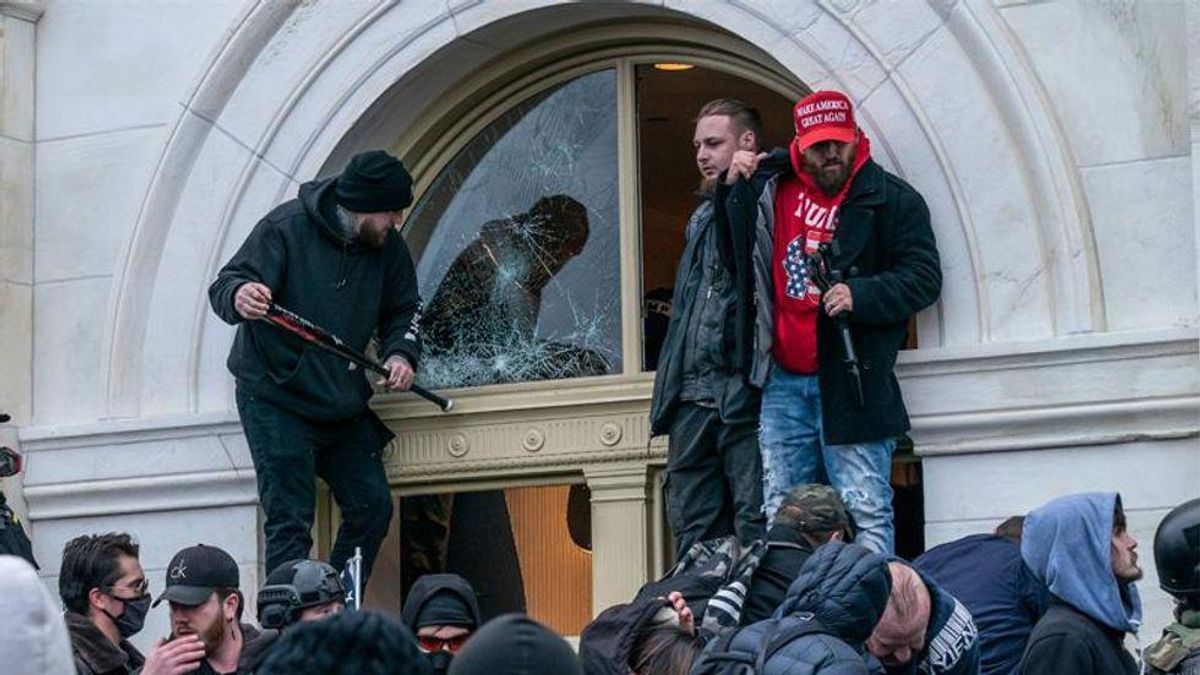 Capitol rioter lawyer argues for a lighter sentence because it could 'heal the nation'