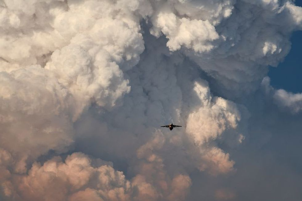 Sprawling Oregon wildfire, largest of dozens in U.S., continues to grow