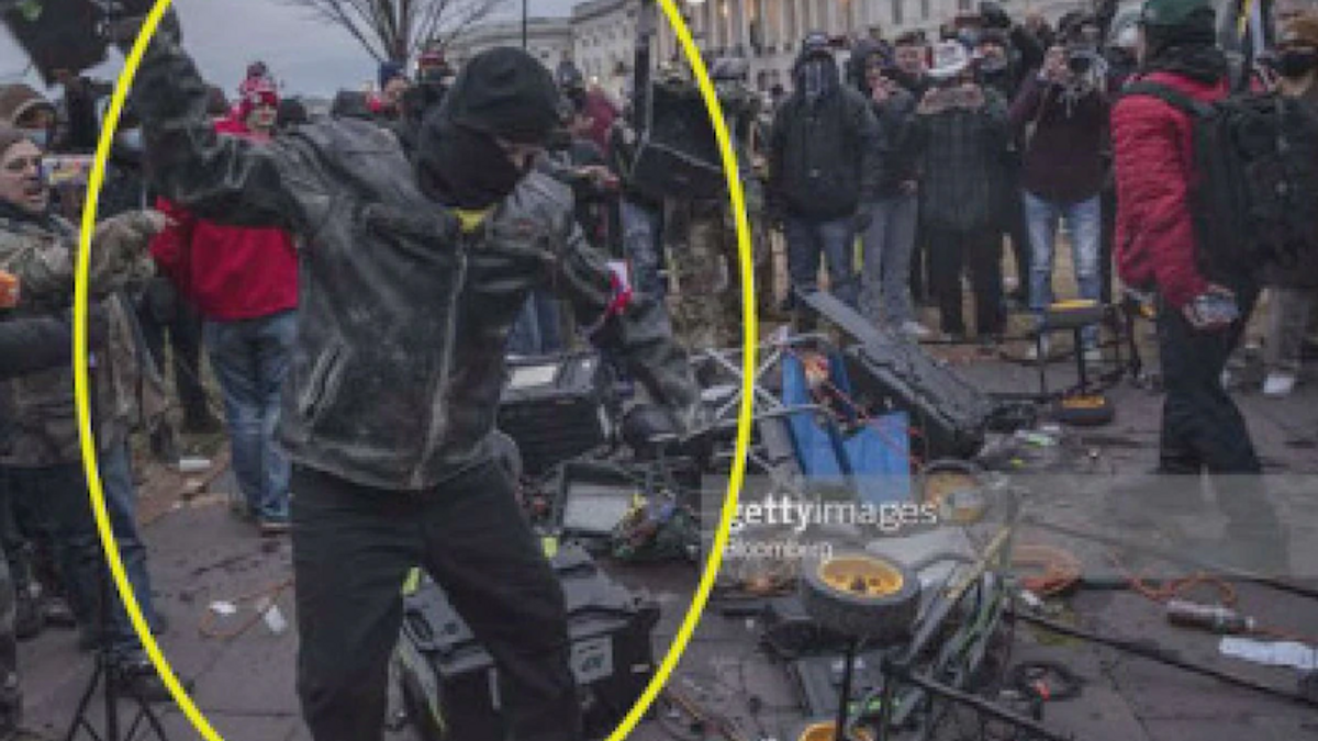 Capitol rioter who destroyed media equipment re-arrested for allegedly strangling family member