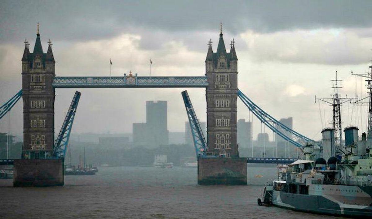 London's Tower Bridge stuck open after 'technical failure'