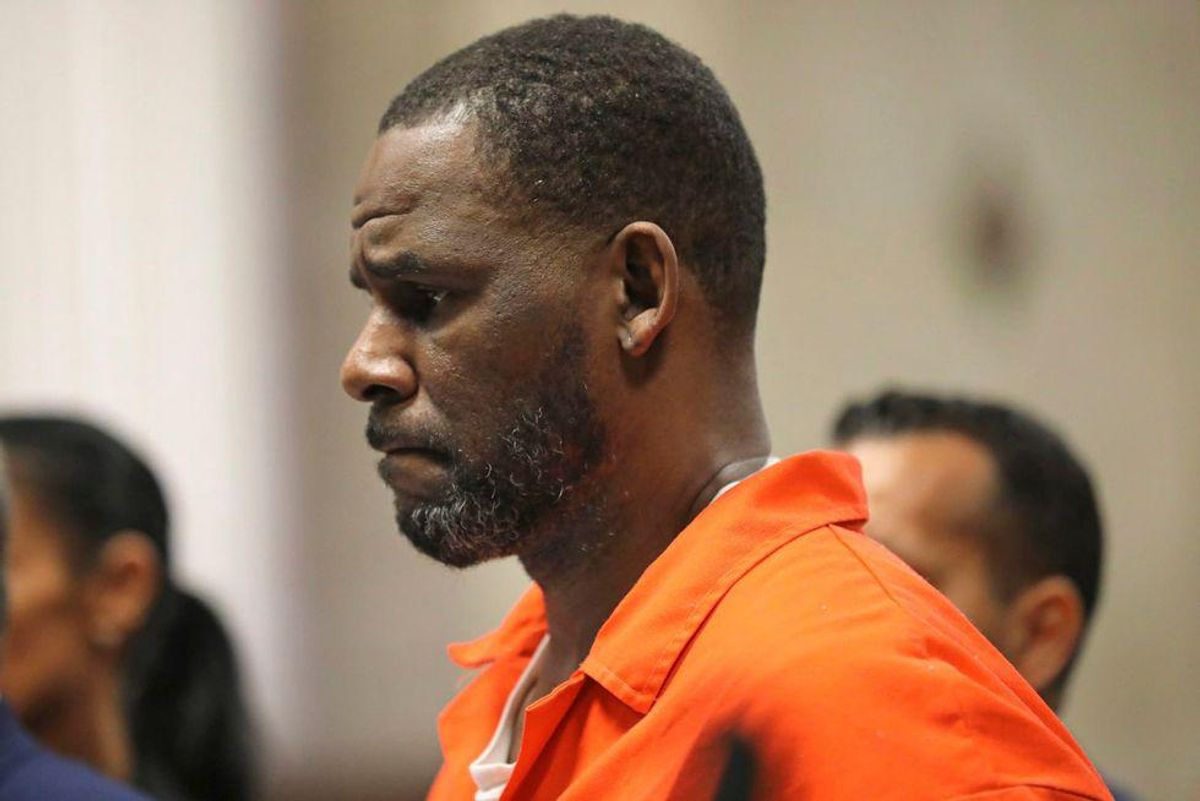 'Predator' R. Kelly groomed girls for decades, trial hears