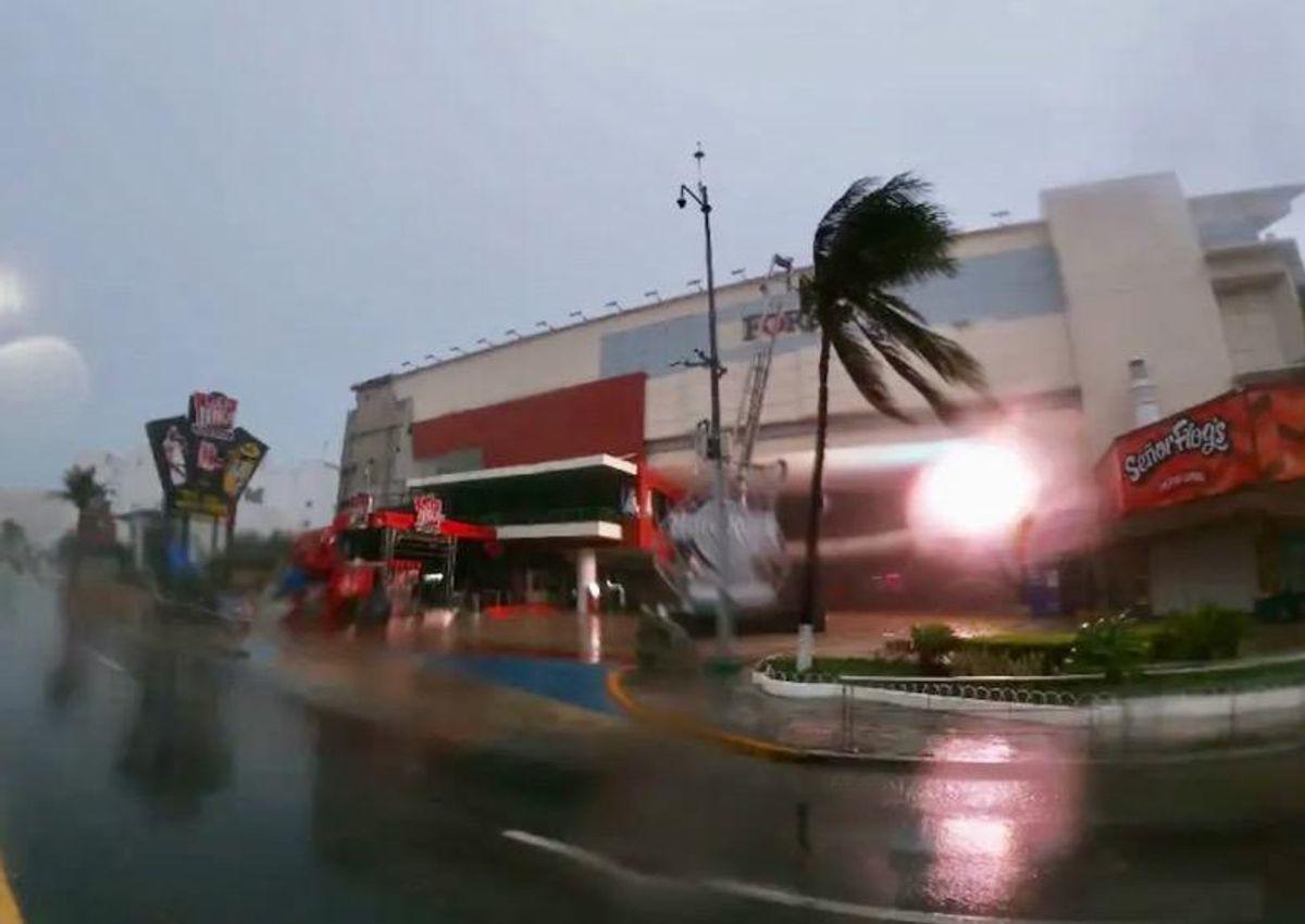 Hurricane Grace lashes Mexico's Caribbean coast