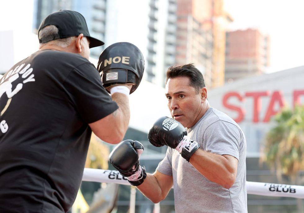 Boxing great Oscar De La Hoya hospitalized with COVID-19, comeback postponed
