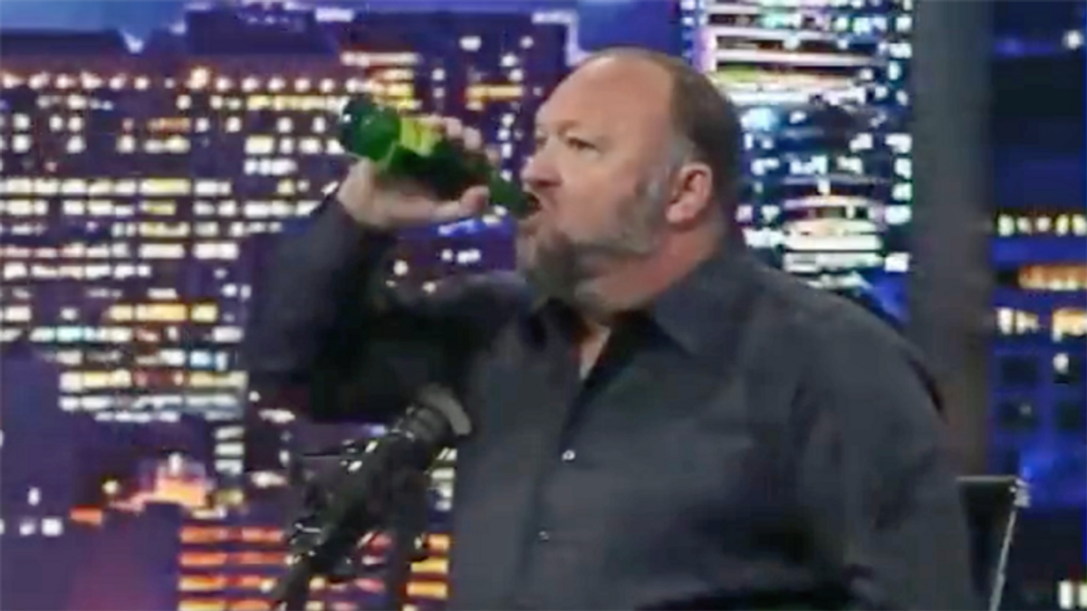 Alex Jones takes ivermectin — and launches crazed rant about Joe Rogan: 'You think I'm easy to kill?'