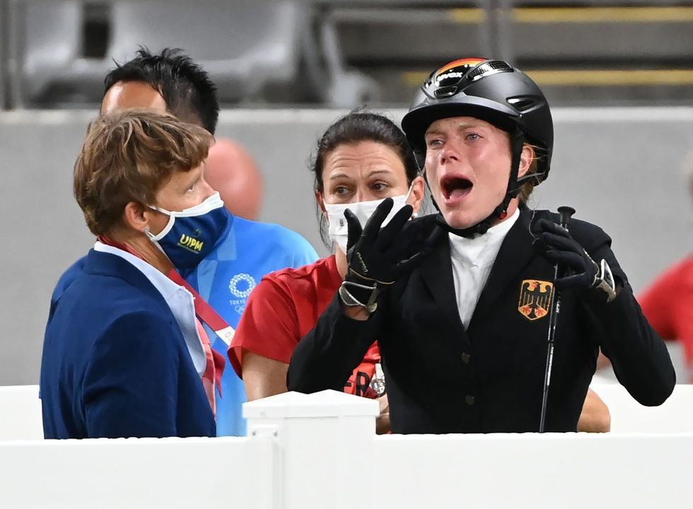 Horse punching German pentathlon coach sanctioned, athlete cleared