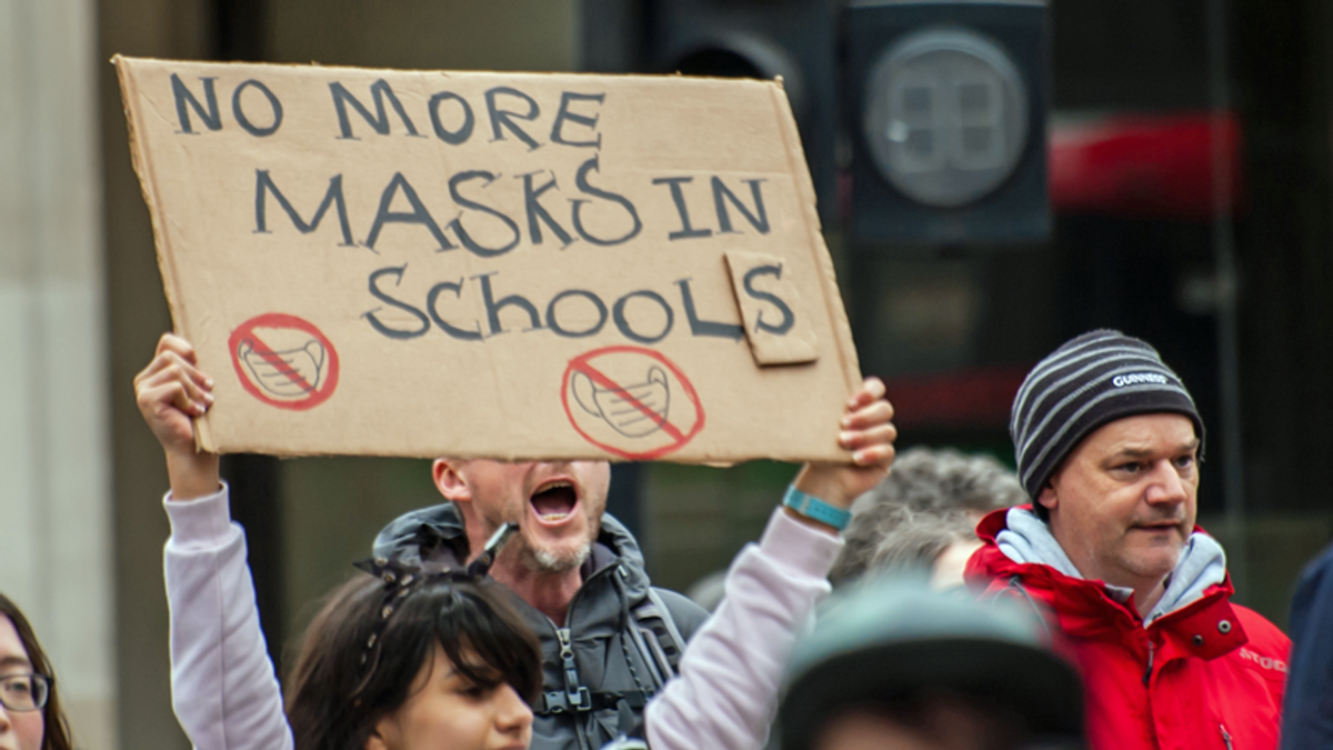 Mother praises daughter who went viral after flipping off anti-mask protesters at her high school