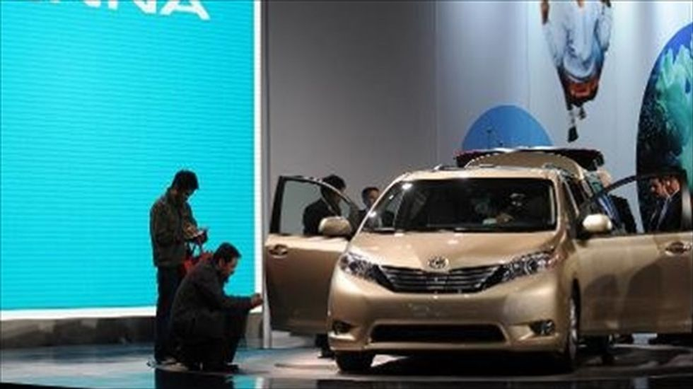 Toyota recalls nearly 700,000 minivans
