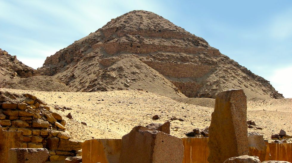 Archaeologists find 4,000 year-old tomb of prominent doctor to pharaohs southwest of Cairo
