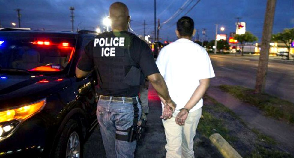 US to launch raids on undocumented migrants Sunday: report