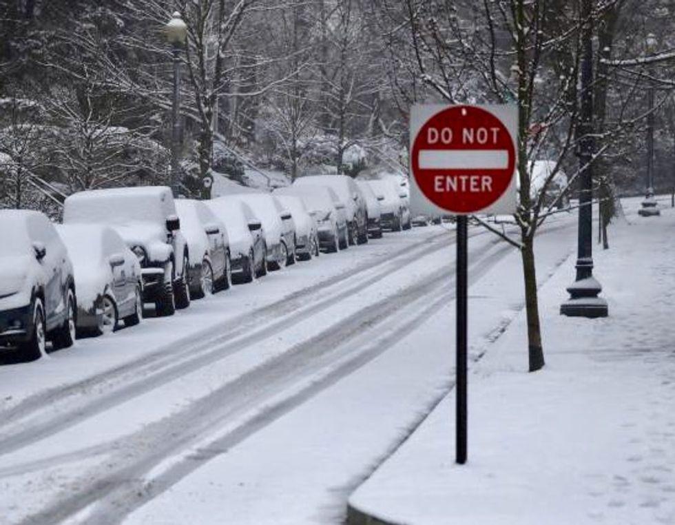 Schools shut, flights canceled as storm sweeps U.S. Midwest, East Coast