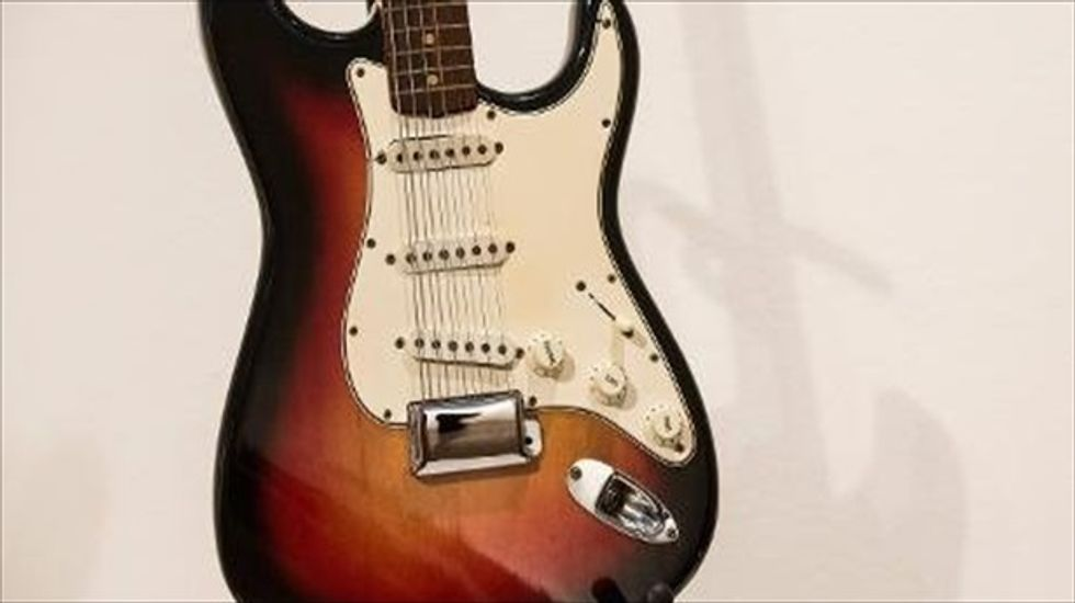 Bob Dylan's electric guitar auctioned off for nearly $1 million