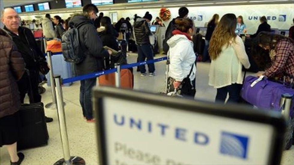 U.S. airlines lags behind hotels, travel agencies in customer satisfaction poll