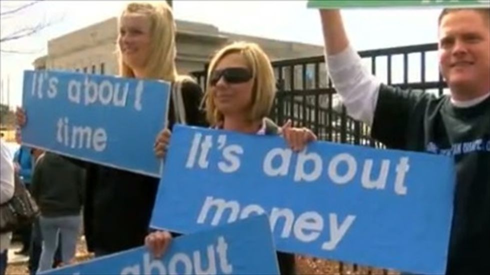 Rally for more school funding brings 25,000 to Oklahoma State Capitol