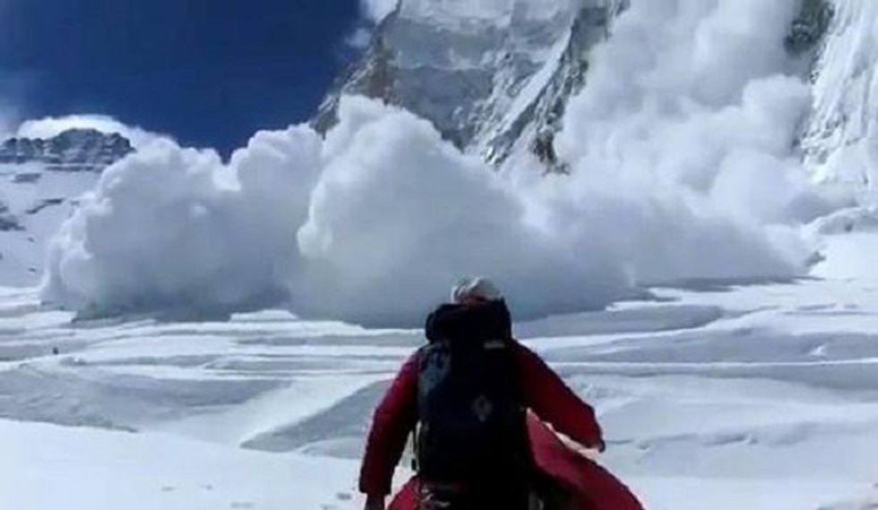 Everest avalanche death toll reaches 13
