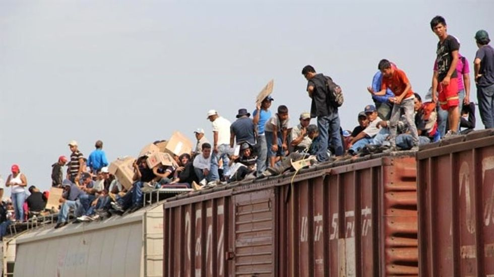 Private companies to profit as US shelters immigrant children