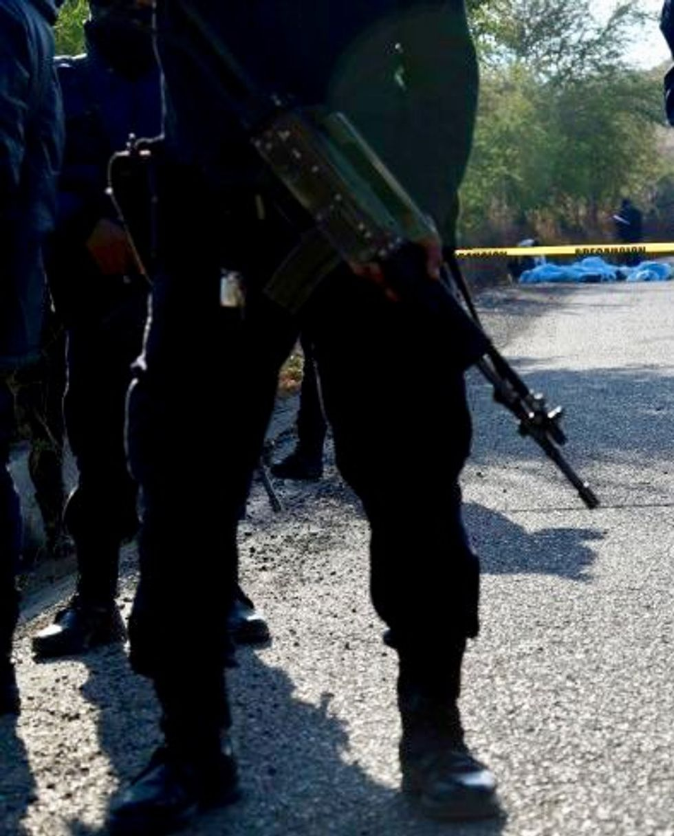 Mexican marine, five suspects killed in shootout
