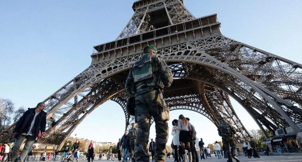 Eiffel Tower to get 2.5-metre glass security wall