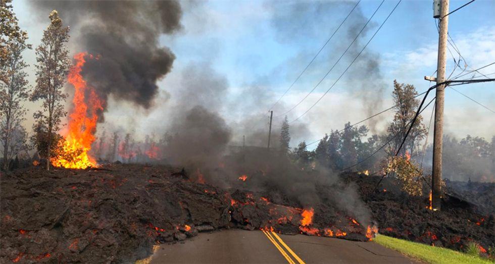 Hawaiians brave volcanic gases, lava to retrieve pets, belongings