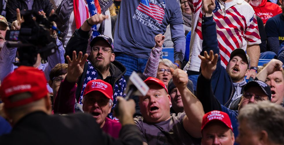 A right-wing powder keg: How conservative media is convincing Trump fans that he's winning bigly