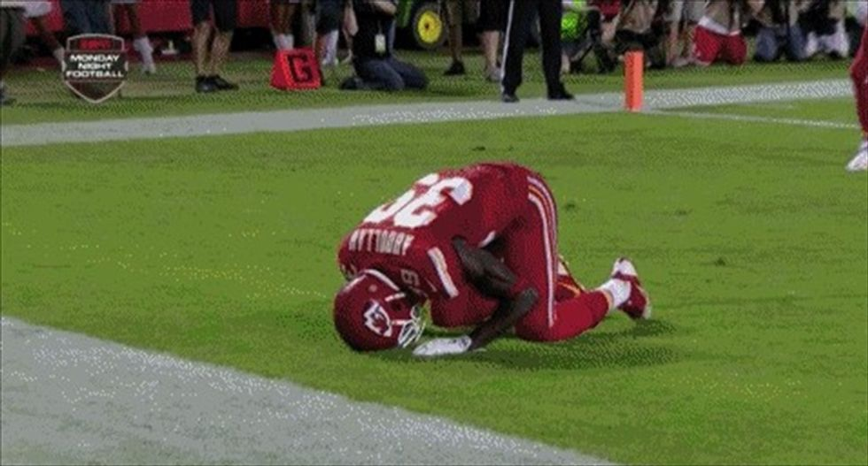 NFL says Muslim player should not have been penalized for post-touchdown prayer