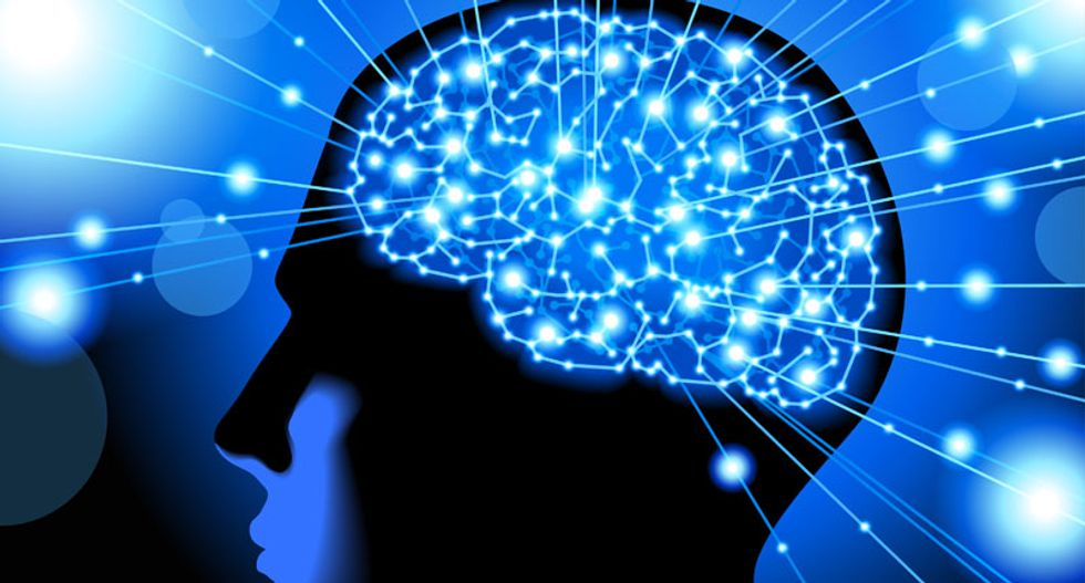 Neuroscientists successfully manipulate brain activity with pulses of laser light