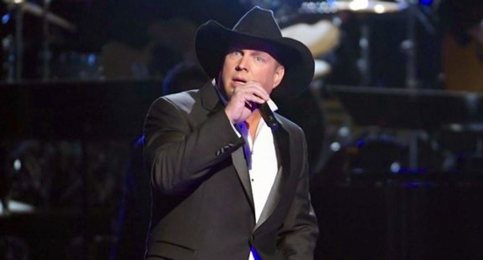 Country star Garth Brooks in talks for Trump inaugural celebrations