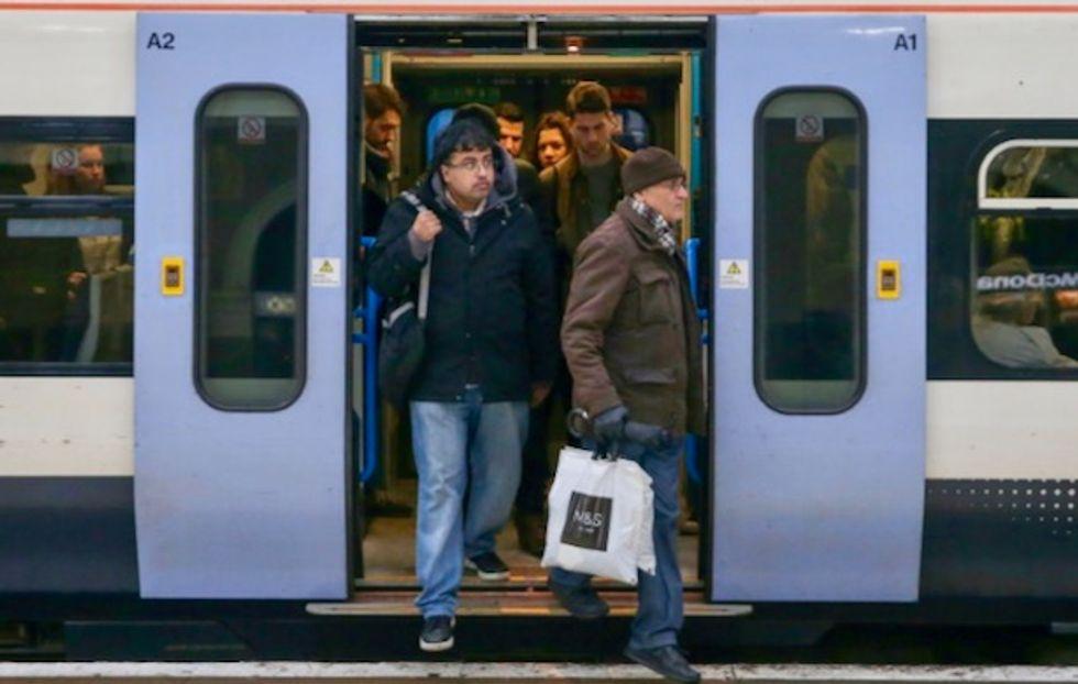 Huge power outage creates travel mayhem in Britain
