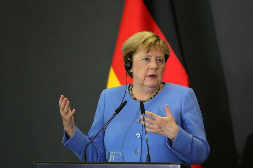 Merkel aide warns against protracted coalition talks as TV debate nears