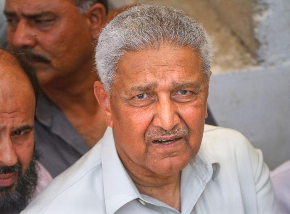 Pakistan nuclear scientist AQ Khan, at centre of proliferation scandal, dies