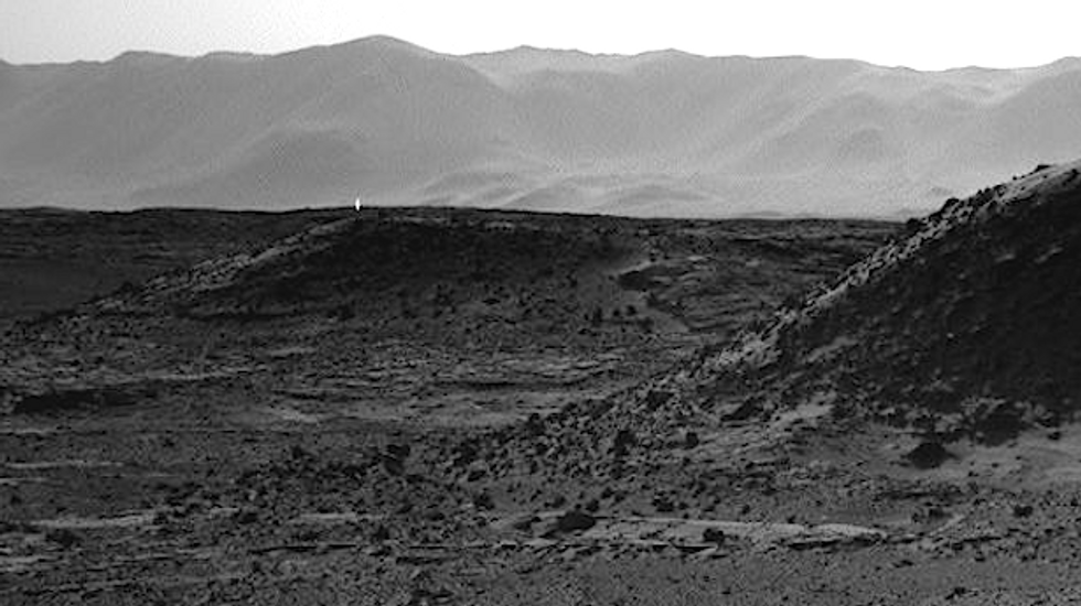 Mysterious light photographed on Mars by NASA rover excites UFO enthusiasts