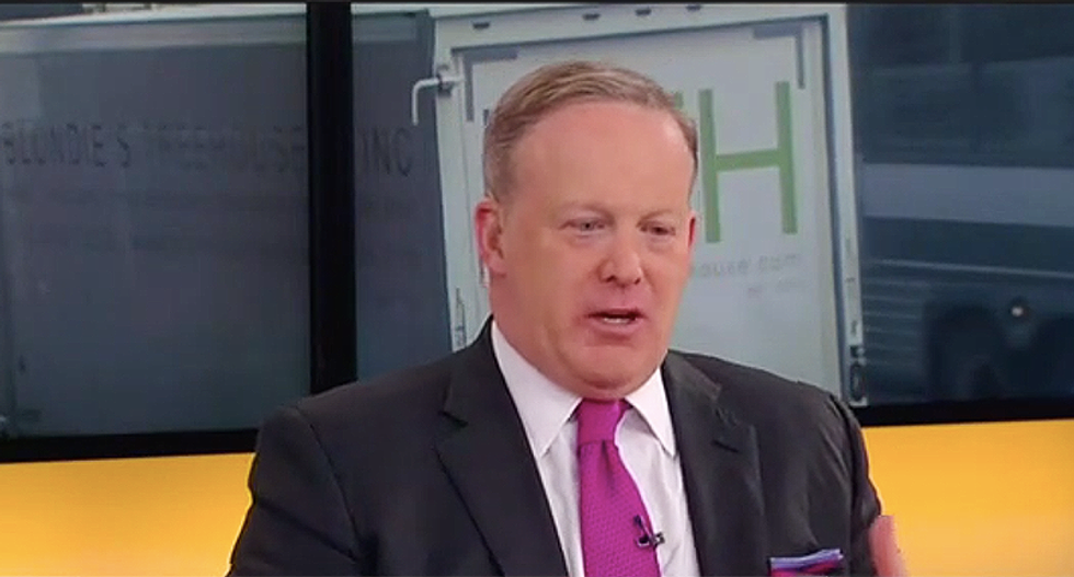 Fox News panel crushes Sean Spicer's attempt to distance Trump from Cohen
