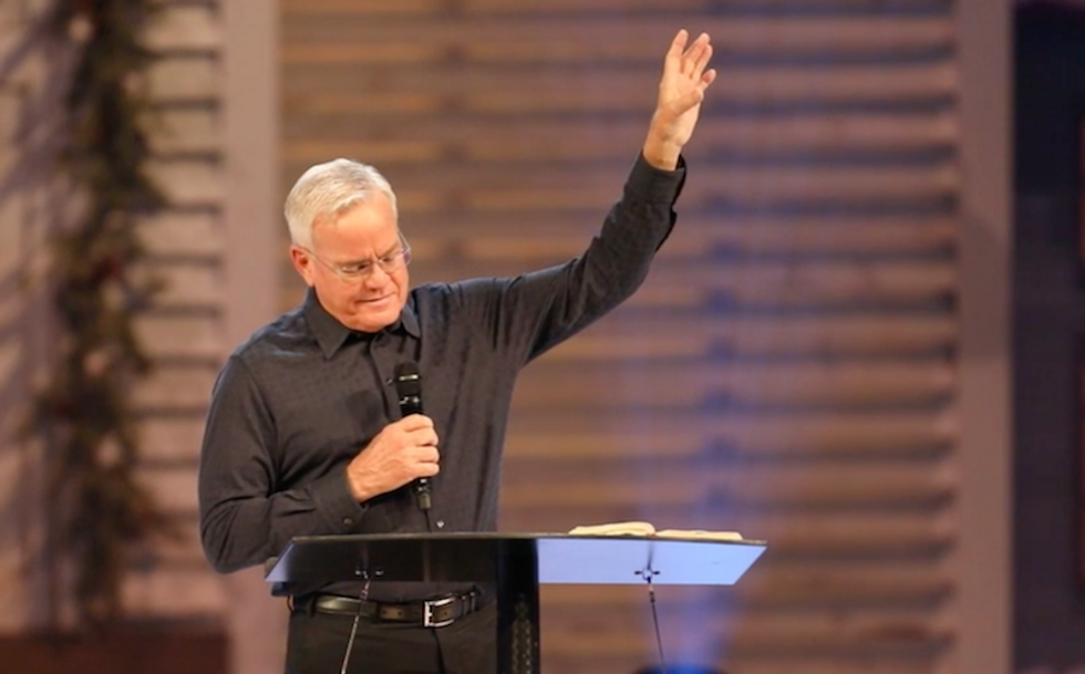 Megachurch pastor receives standing ovation after insisting sexual misconduct claims are 'flat-out lies'