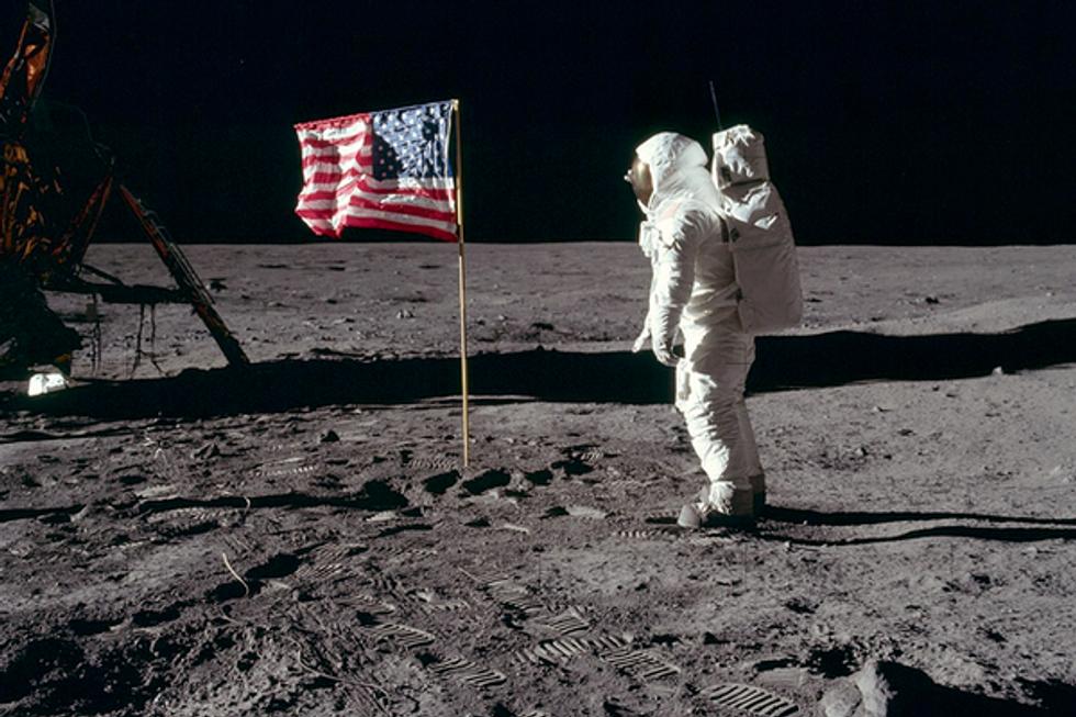 Former NASA flight director Chris Kraft dies at 95
