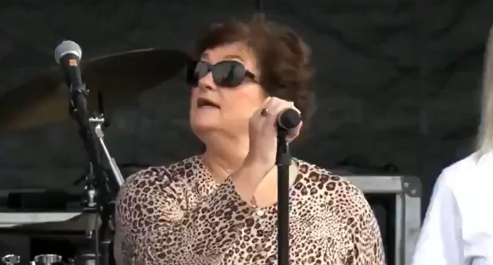WATCH: Michael Flynn's sister sings 'God Bless America' at pro-Trump rally — and struggles to remember the words