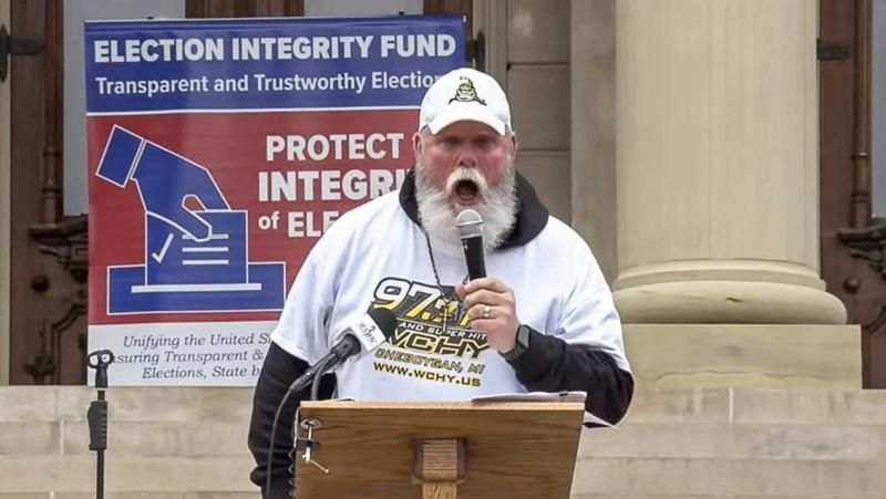 'Give the power to the Democrats': Speaker at pro-Trump rally calls to oust Republicans