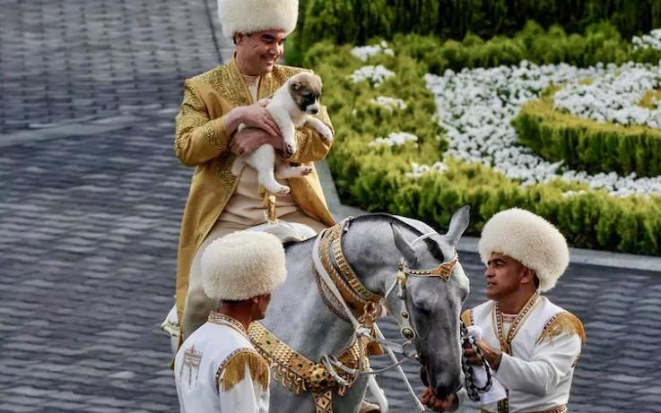 Turkmen leader recognizes dog breed with state holiday